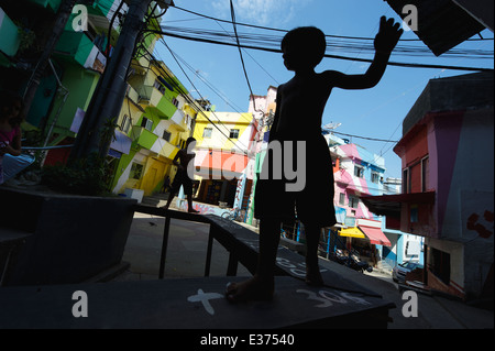 RIO DE JANEIRO, BRAZIL - FEBRUARY 14, 2014: Silhouettes of children play at colorful painted buildings Favela Dona - Stock Photo