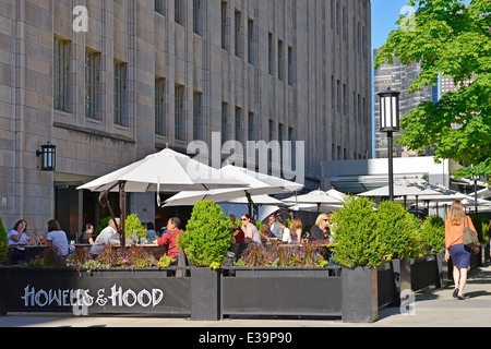 Howells and Hood outdoor dining on Michigan Avenue in downtown Chicago, Illinois, USA - Stock Photo