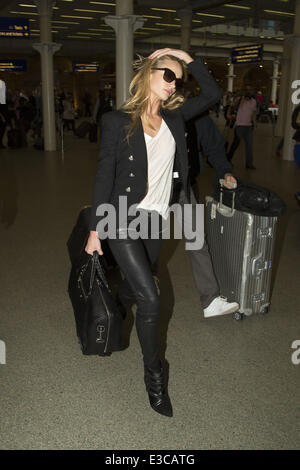 Rosie Huntington-Whiteley and Jason Statham arriving at St Pancras International  Featuring: Rosie Huntington-Whiteley - Stock Photo