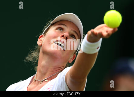 London, UK. 23rd June, 2014. Johanna Konta of Britain serves to Peng Shuai of China during their women's singles - Stock Photo