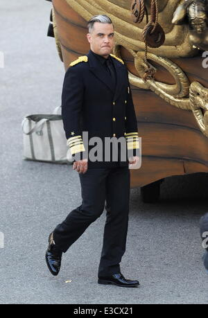 Robbie Williams filming a music video for his song 'Go Gentle' off his upcoming album 'Swings Both Ways' in downtown - Stock Photo