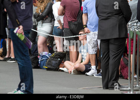 Wimbledon London,UK. 23rd June, 2014. Tennis fans start queuing on the opening day of the 2014 Wimbledon lawn tennis - Stock Photo