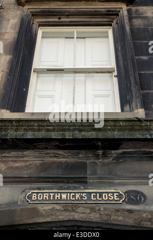 Borthwick's Close street sign below an old sash window on Edinburgh's Royal Mile - Stock Photo