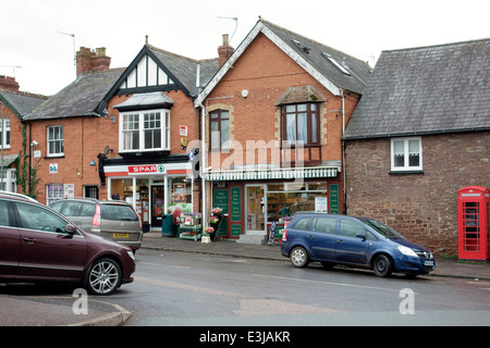 Silverton, Devon - Spar shop and Post Office with Old st - Stock Photo