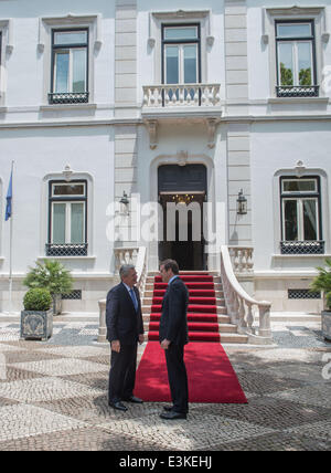Lisbon, Portugal. 24th June, 2014. German President Joachim Gauck (L) is greeted by the Prime Minister of Portugal, - Stock Photo