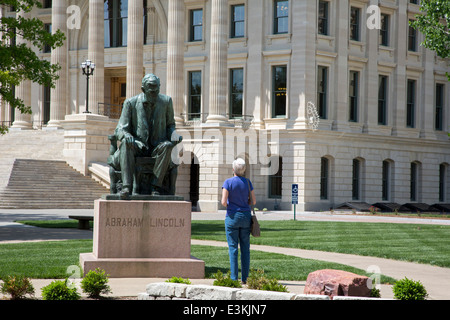 Topeka, Kansas - A statue of Abraham Lincoln on the grounds of the Kansas state capitol. - Stock Photo