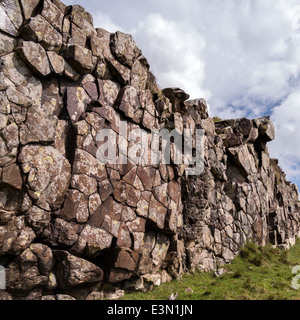 Exposed eroded rock wall dyke of igneous Palaeogene basalt intrusion, Rubha an Dunain, Isle of Skye, Scotland, UK - Stock Photo