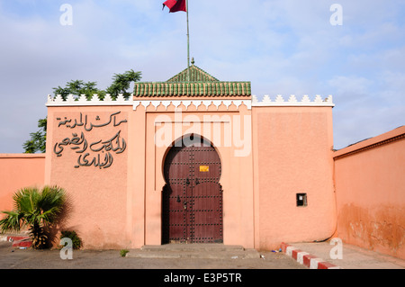 Fortified entrance with large, heavy wooden door in the Medina, Marrakech, Morocco. - Stock Photo