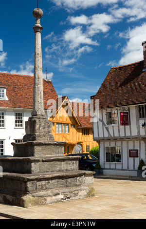 UK England, Suffolk, Lavenham, Market Square, Cross and C15th Little Hall - Stock Photo