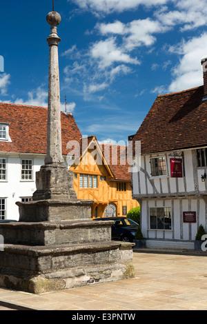 UK England, Suffolk, Lavenham, Market Square, Cross and C15th Little Hall - Stock Photo