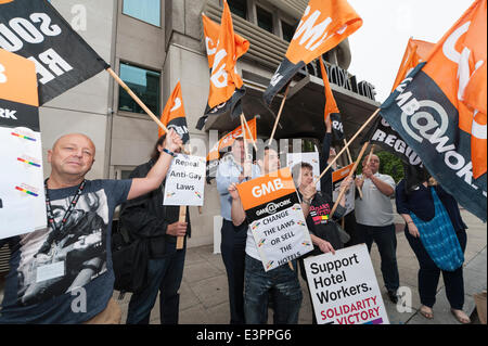 Park Lane, London, Uk. 27th June 2014. The GMB union and LGBT activists protest outside 45 Park Lane hotel in London. - Stock Photo