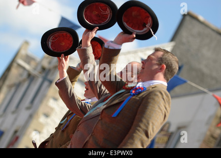 Selkirk Common Riding 2009. The traditional 'three cheers' marks the end of the Casting of the Colours. - Stock Photo