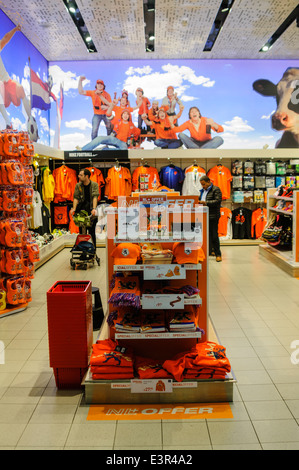 NL+ Gifts and Souvenirs shop in Schiphol Airport - Stock Photo