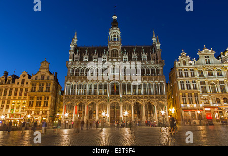 BRUSSELS, BELGIUM - JUNE 14, 2014: The main square and Grand palace in evening. Grote Markt. - Stock Photo