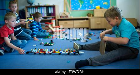Wismar, Germany. 19th June, 2014. Julien (L) and Nico (R) play in one of the group rooms of the integrated nursery - Stock Photo