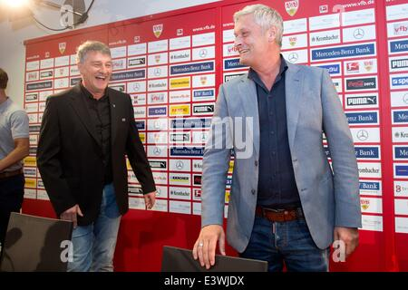 Stuttgart, Germany. 30th June, 2014. New head coach of Bundesliga soccer club VfB Stuttgart Armin Veh (R) and the - Stock Photo