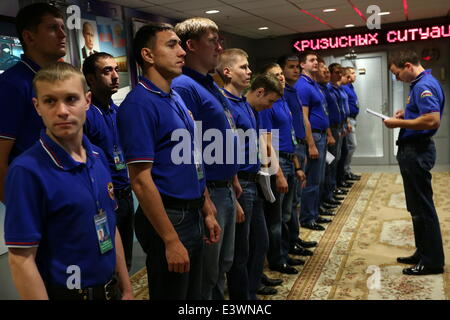 ITAR-TASS: MOSCOW, RUSSIA. JUNE 30, 2014.A roll call of a new shift of the emergency response team line up in the - Stock Photo