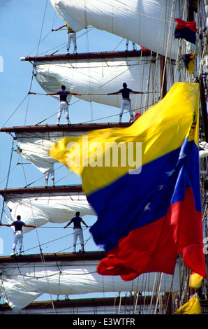 AJAXNETPHOTO. 1989. ROUEN, FRANCE. - LA VOILE DE LA LIBERTE - CREW OF THE VENEZUELAN SQUARE RIGGER SIMON BOLIVAR - Stock Photo