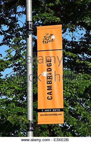 Cambridge, UK. 1st July, 2014. On a bright sunny day, preparations are under way for the start of stage 3 of the - Stock Photo