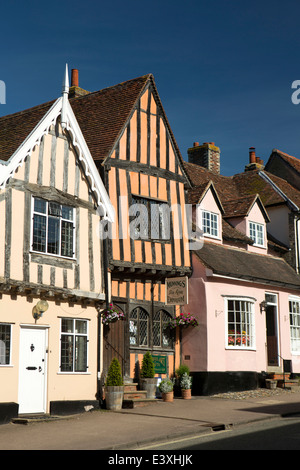 UK England, Suffolk, Lavenham, High Street, Munning's Emporium in the Crooked House - Stock Photo