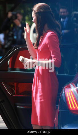 London, UK. 1st July 2014. Catherine, Duchess of Cambridge seen at the Blessed Sacrament School in London - Stock Photo