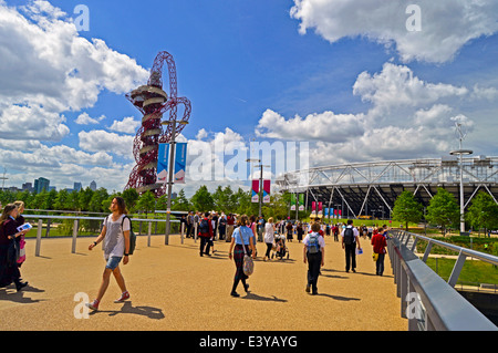 View of the ArcelorMittal Orbit and the Olympic Stadium (new home of West Ham United F.C.) at the Queen Elizabeth - Stock Photo