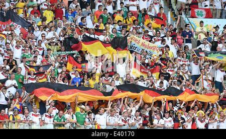 Deutschland Fans/ Fans- mit Fahnen  Deutschland - Ghana, Vorrunde/Gruppenphase, Gruppe G, Spiel 29- FIFA - Fussball - Stock Photo