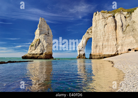 France, Normandy: Rock arc of beach Etretat - Stock Photo