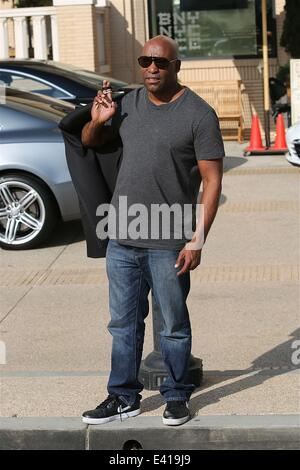 '2 Fast 2 Furious' director John Singleton shops at Barney's New York in Beverly Hills  Featuring: John Singleton - Stock Photo