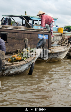Woman on boat selling fruit & vegetables, Can Rang floating market, Can Tho, Vietnam - Stock Photo