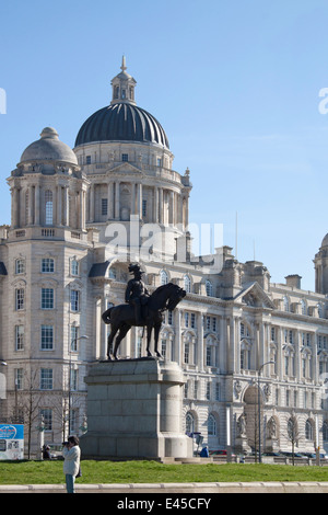 Port of Liverpool Building on Liverpool's waterfront - one of the 'Three Graces', with the equestrian statue of - Stock Photo