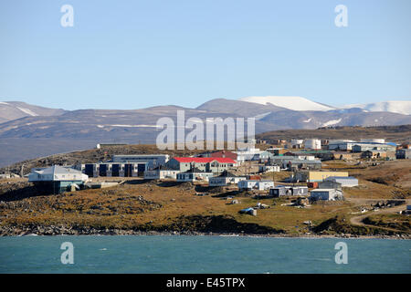 Coastal view of Pond Inlet Village, Baffin Island, Nunavut, Canada, August 2010 - Stock Photo