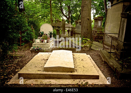 Graves in the Pere Lachaise cemetery graveyard, Paris, France - Stock Photo