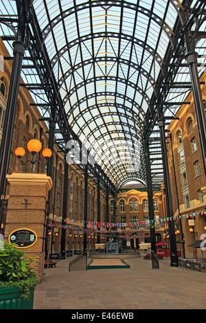Hay's Galleria, Tooley Street, London Wall - Stock Photo