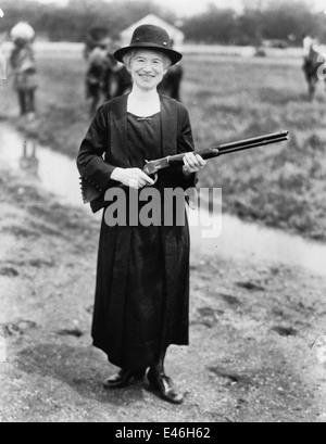 Annie Oakley, with gun Buffalo Bill gave her, circa 1922