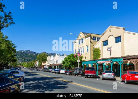 Main Street (Lincoln Avenue) in Calistoga, Napa Valley, Wine Country, California, USA