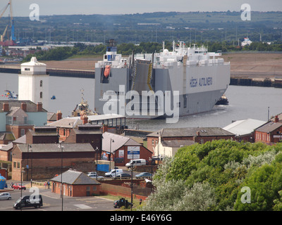 The 57718tons 'Hoegh America' entering the river Tyne under tow by tugboats and sailing to her moorings at Nissan - Stock Photo