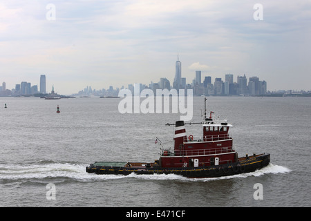 New York, USA, boat against the skyline of Manhattan along the Hudson River - Stock Photo