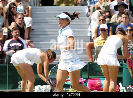 London, London, UK. 1st July, 2014. Zheng Jie of China runs during the women's doubles semifinal match against Sara - Stock Photo