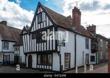 Traditional English cottage in Suffolk, UK - Stock Photo