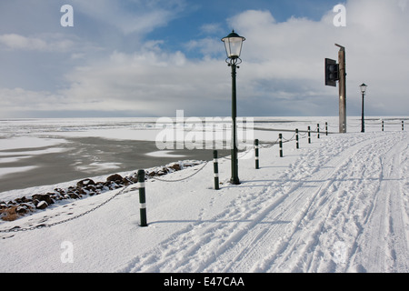 View from Dutch promenade of Urk at the frozen sea in wintertime - Stock Photo