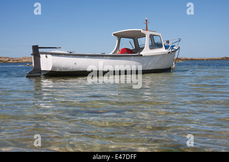 Fishing boat in shallow water usedom ahlbeck for Shallow water fishing boats