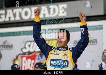 Daytona Beach, FL, USA. 4th July, 2014. Daytona Beach, FL - Jul 04, 2014: Kasey Kahne (5) wins the Subway Firecracker - Stock Photo