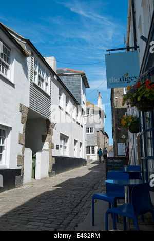 The Digey - a narrow street in St Ives Cornwall leads from the Harbour area to Porthmeor Beach - Stock Photo