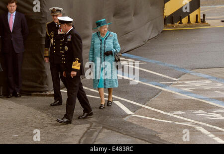 Queen Elizabeth II glances in the direction of the HMS Queen Elizabeth, the Royal Navy's newest aircraft carrier, - Stock Photo