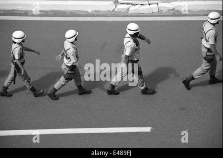 Miltärpolizei marschiert vor der Arena Fonte Nova auf, WM 2014, Salvador da Bahia, Brasilien. Editorial use only, - Stock Photo