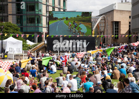 The Peace Gardens, Sheffield, U.K. 5th July 2014. Crowds watch the first day of the Tour De France in Yorkshire - Stock Photo