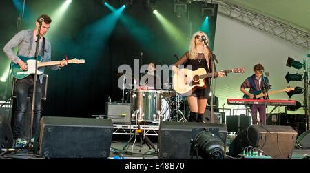 Great Tew, Oxfordshire, UK. July 5th 2014. Cornbury Festival. Nina Nesbitt performs on the man stage.  Credit:  - Stock Photo