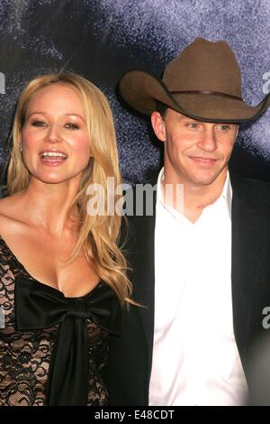 July 2, 2014 - Singer JEWEL and her rodeo cowboy husband TY MURRAY are divorcing after 16 years. The 40-year-old - Stock Photo