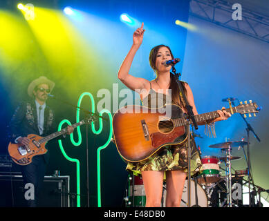 Great Tew, Oxfordshire, UK. July 5th 2014. Cornbury Festival. Kacey Musgraves performs on the man stage Credit: - Stock Photo